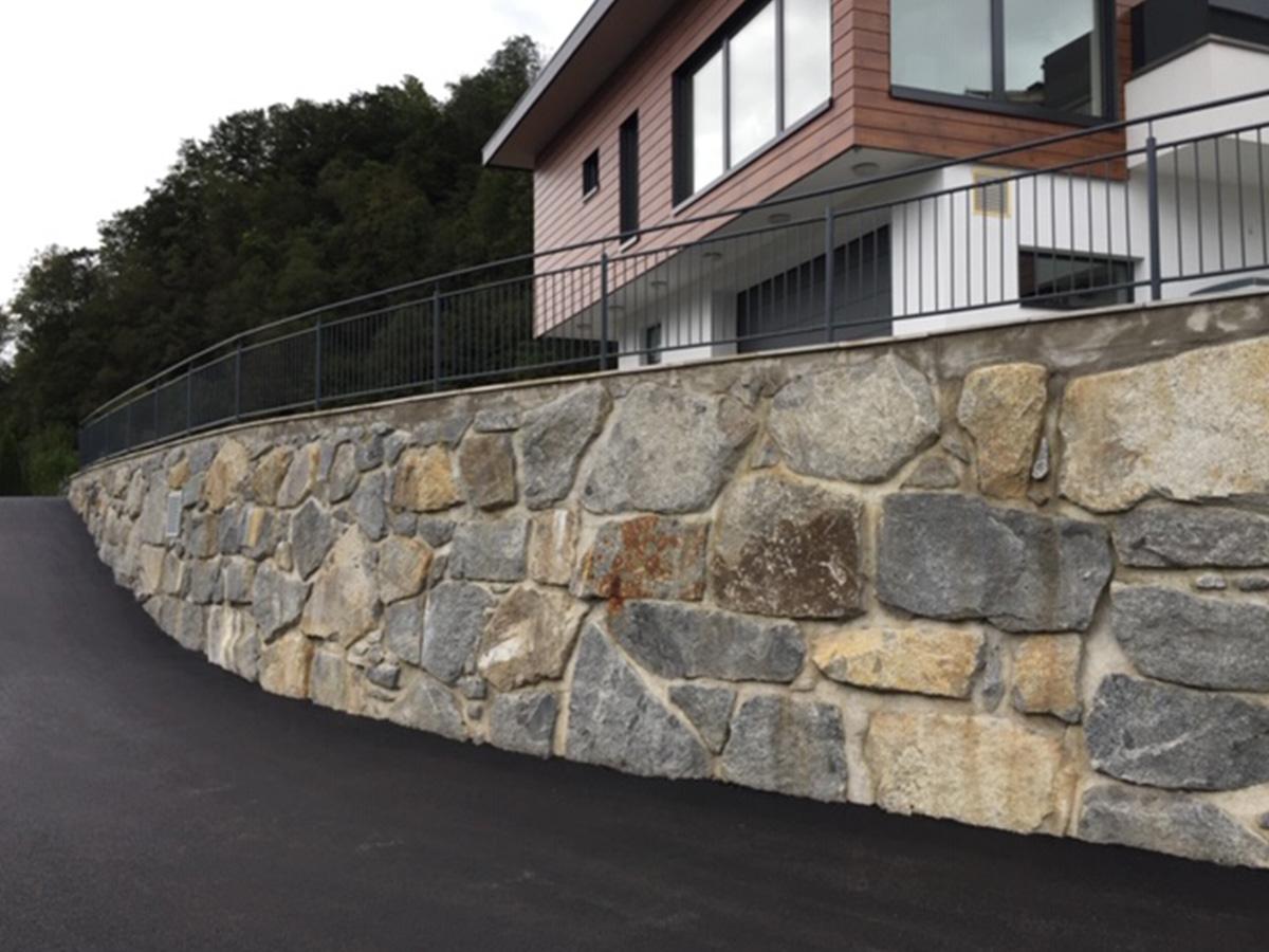 Steinmauer als Stützmauer