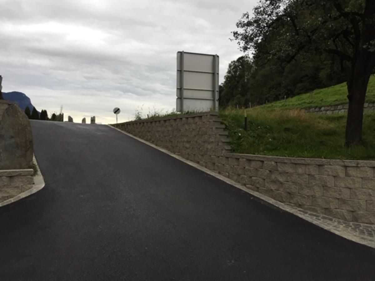 Steinmauer errichten, Wege asphaltieren …